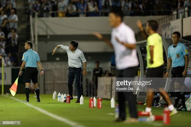 Head coach Hiroshi Nanami of Jubilo Iwata gestures during the JLeague J1 match between Jubilo Iwata and Vissel Kobe at Yamaha Stadium on August 26...