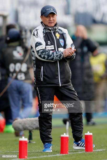 Head coach Hitoshi Nakata of Yokohama FC looks on during the JLeague J1 match between Sanfrecce Hiroshima and Kashiwa Reysol at Edion Stadium...
