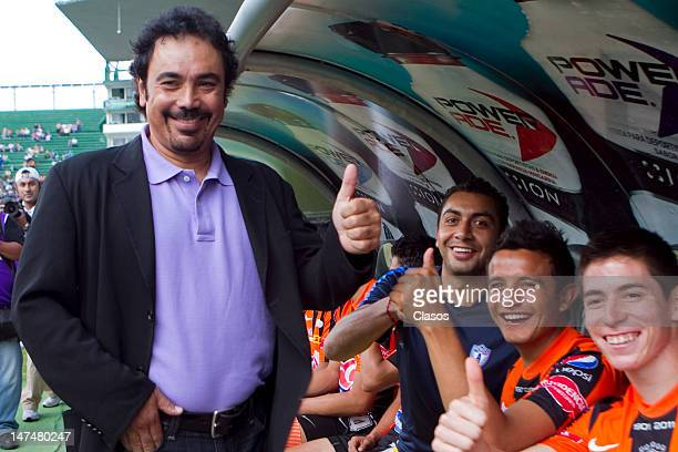 Head coach Hugo Sanchez of Pachuca poses for the photo during a match between Pachuca and Pumas as part of the Banorte Cup at the Nou Camp Stadium on...