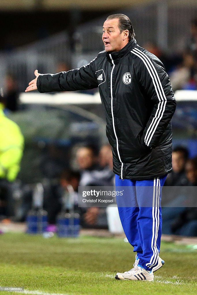 Head coach <a gi-track='captionPersonalityLinkClicked' href=/galleries/search?phrase=Huub+Stevens&family=editorial&specificpeople=2380209 ng-click='$event.stopPropagation()'>Huub Stevens</a> of Schalke issues instructions during the UEFA Champions League group B match between Montpellier Herault SC and FC Schalke 04 at Stade de la Mosson on December 4, 2012 in Montpellier, France.