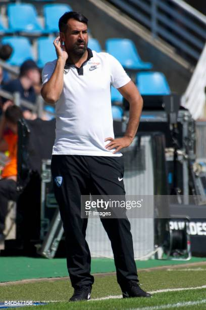 Head coach Ismail Atalan of Bochum gestures during the Second Bundesliga match between VfL Bochum 1848 and SG Dynamo Dresden at Vonovia Ruhrstadion...