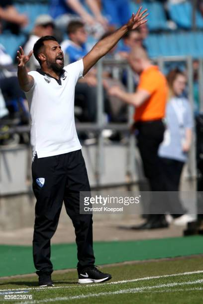 Head coach Ismail Atalan of Bochum issues instructions during the Second Bundesliga match between VfL Bochum 1848 and SG Dynamo Dresden at Vonovia...