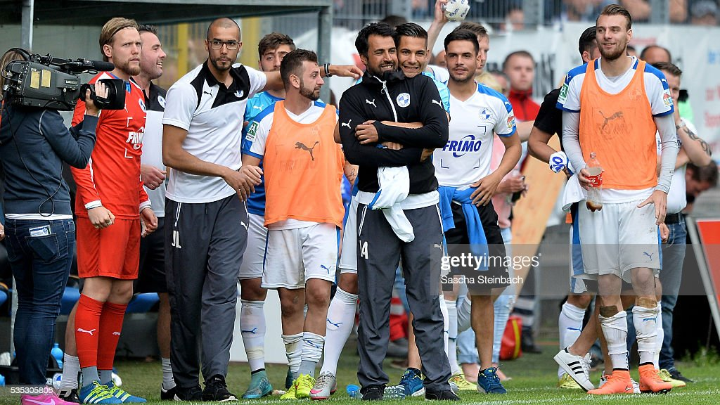 Head coach Ismail Atalan of Lotte and his team celebrate after winning the 3. Liga playoff leg 2 match against Waldhof Mannheim at Carl-Benz-Stadion on May 29, 2016 in Lotte, Germany.