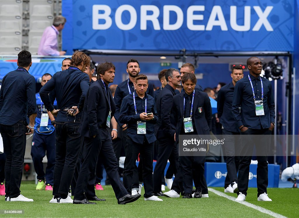 Head coach Italy <a gi-track='captionPersonalityLinkClicked' href=/galleries/search?phrase=Antonio+Conte&family=editorial&specificpeople=2379002 ng-click='$event.stopPropagation()'>Antonio Conte</a> (C) looks on during Italy pitch walkabout ahead of tomorrow's UEFA Euro 2016 quarter final match against Germany at Stade de Bordeaux on July 1, 2016 in Bordeaux, France.