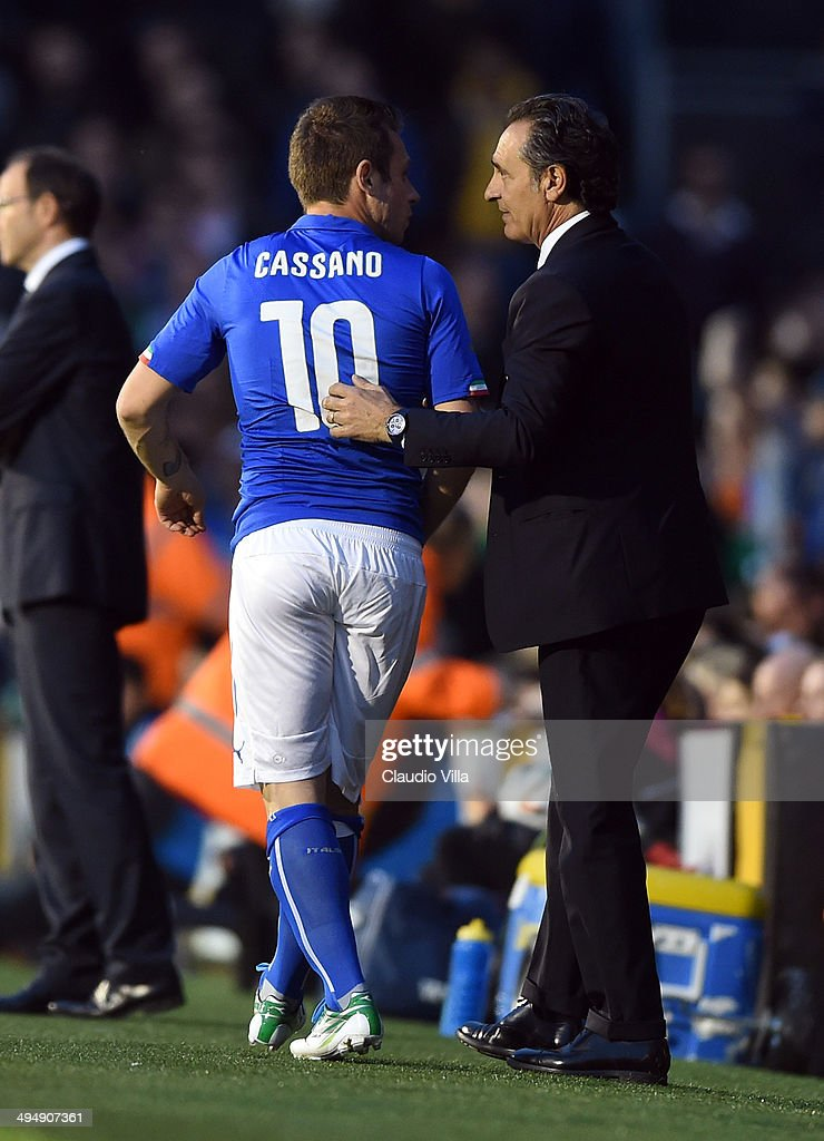 Head coach Italy <a gi-track='captionPersonalityLinkClicked' href=/galleries/search?phrase=Cesare+Prandelli&family=editorial&specificpeople=742442 ng-click='$event.stopPropagation()'>Cesare Prandelli</a> (R) and <a gi-track='captionPersonalityLinkClicked' href=/galleries/search?phrase=Antonio+Cassano&family=editorial&specificpeople=214558 ng-click='$event.stopPropagation()'>Antonio Cassano</a> during the International Friendly match between Italy and Ireland at Craven Cottage on May 30, 2014 in London, England.