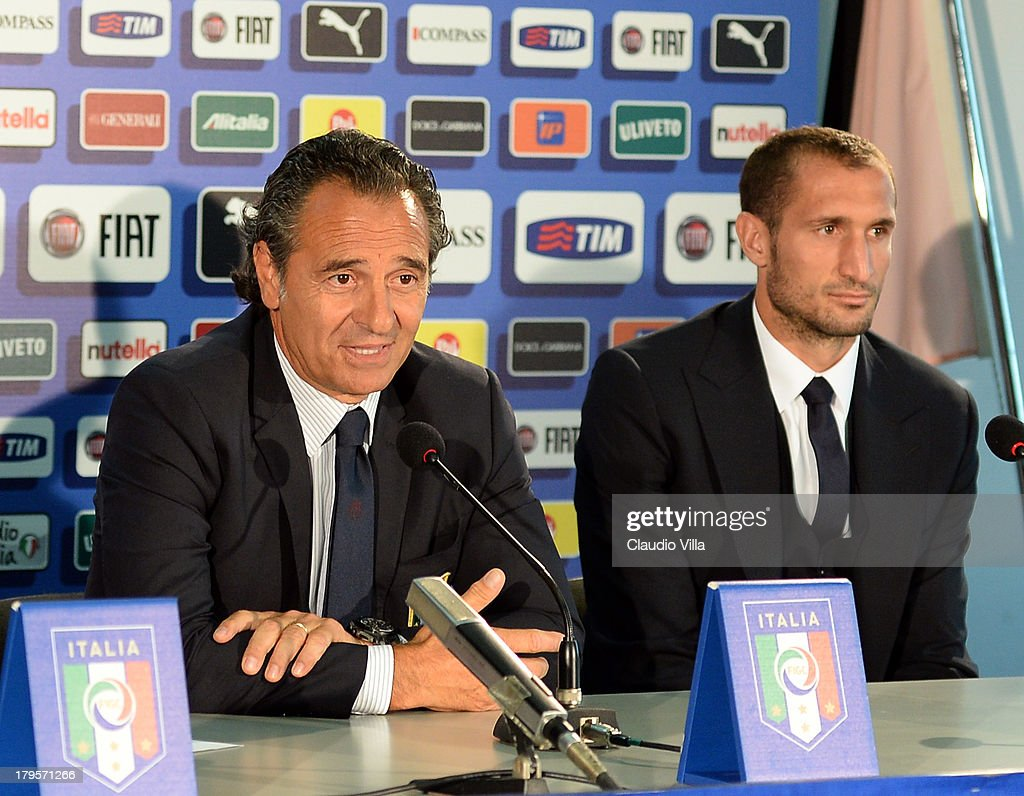 Head coach Italy <a gi-track='captionPersonalityLinkClicked' href=/galleries/search?phrase=Cesare+Prandelli&family=editorial&specificpeople=742442 ng-click='$event.stopPropagation()'>Cesare Prandelli</a> (L) and <a gi-track='captionPersonalityLinkClicked' href=/galleries/search?phrase=Giorgio+Chiellini&family=editorial&specificpeople=605793 ng-click='$event.stopPropagation()'>Giorgio Chiellini</a> attends a press conference, on the eve of their FIFA World Cup qualifier against Bulgaria, at Stadio Renzo Barbera on September 5, 2013 in Palermo, Italy.