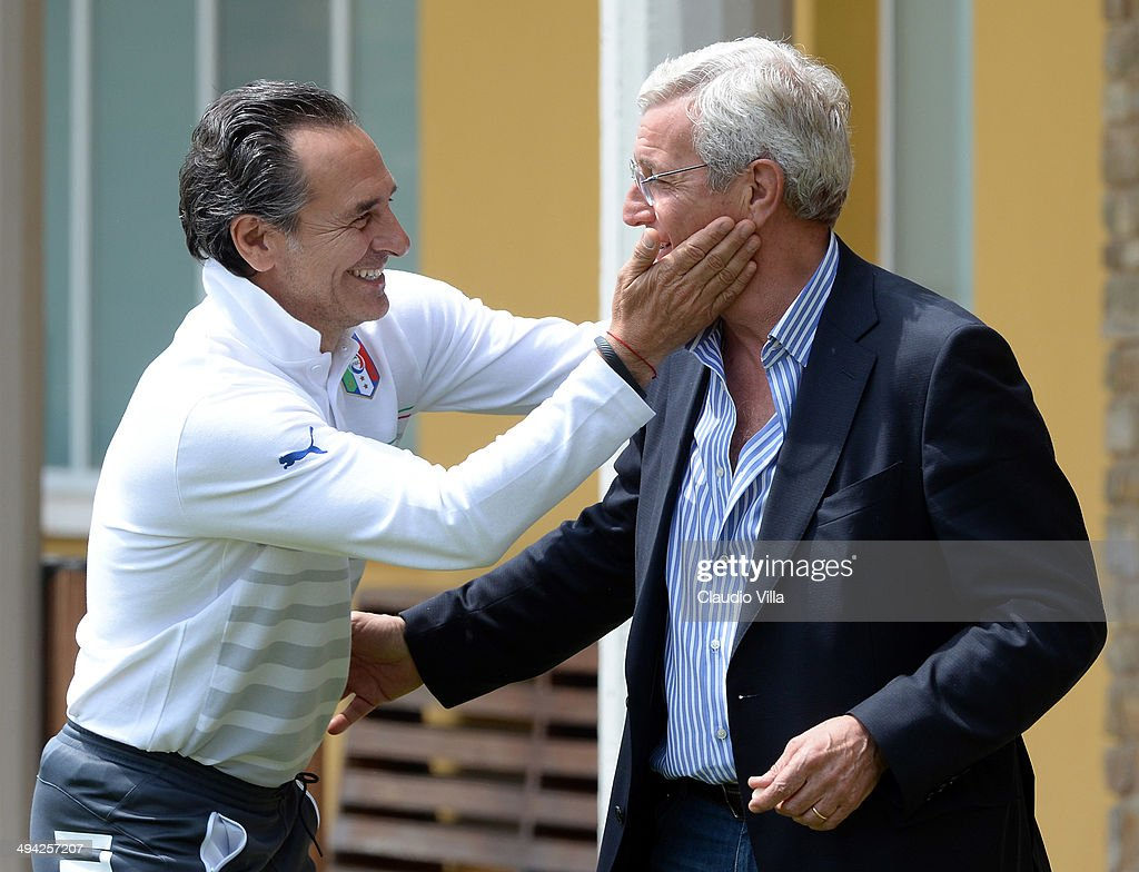 Head coach Italy <a gi-track='captionPersonalityLinkClicked' href=/galleries/search?phrase=Cesare+Prandelli&family=editorial&specificpeople=742442 ng-click='$event.stopPropagation()'>Cesare Prandelli</a> (L) and <a gi-track='captionPersonalityLinkClicked' href=/galleries/search?phrase=Marcello+Lippi&family=editorial&specificpeople=535060 ng-click='$event.stopPropagation()'>Marcello Lippi</a> during a training session at Coverciano on May 29, 2014 in Florence, Italy.