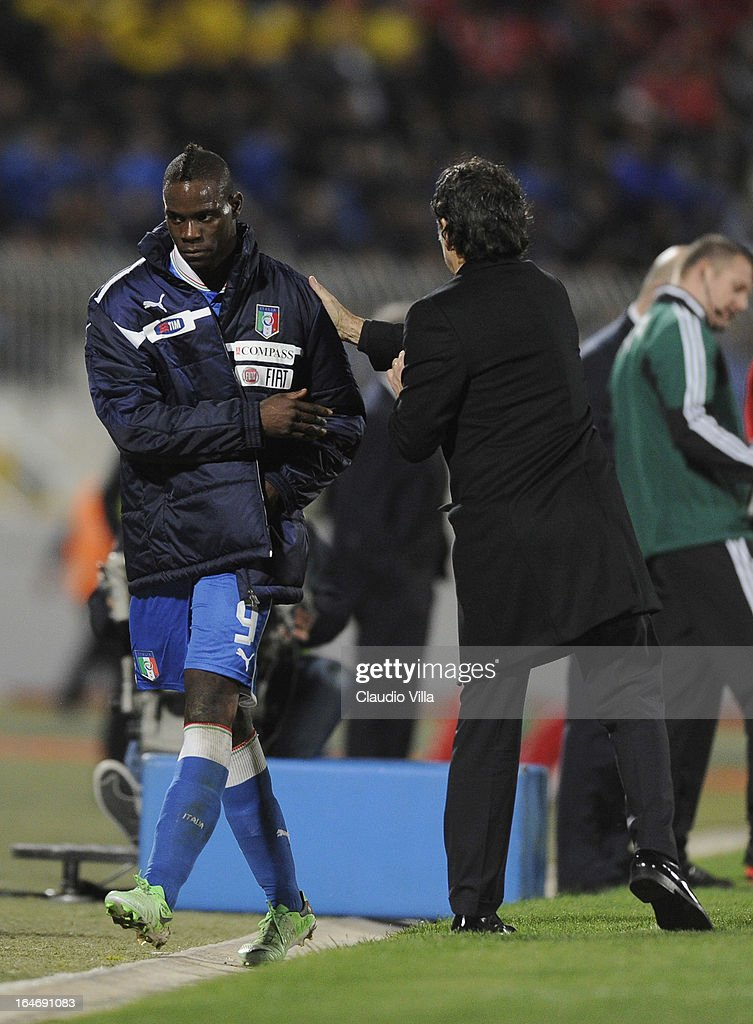 Head coach Italy <a gi-track='captionPersonalityLinkClicked' href=/galleries/search?phrase=Cesare+Prandelli&family=editorial&specificpeople=742442 ng-click='$event.stopPropagation()'>Cesare Prandelli</a> and <a gi-track='captionPersonalityLinkClicked' href=/galleries/search?phrase=Mario+Balotelli&family=editorial&specificpeople=4940446 ng-click='$event.stopPropagation()'>Mario Balotelli</a> (L) during the FIFA 2014 World Cup qualifier match between Malta and Italy at Ta Qali Stadium on March 26, 2013 in Malta, Malta.