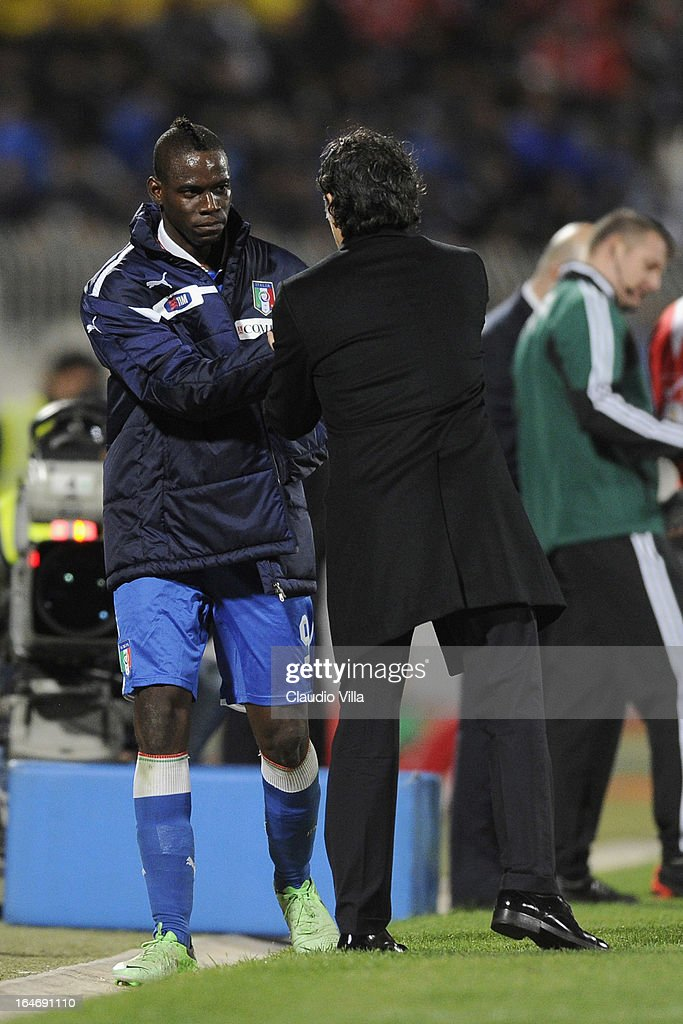 Head coach Italy Cesare Prandelli and Mario Balotelli (L) during the FIFA 2014 World Cup qualifier match between Malta and Italy at Ta Qali Stadium on March 26, 2013 in Malta, Malta.