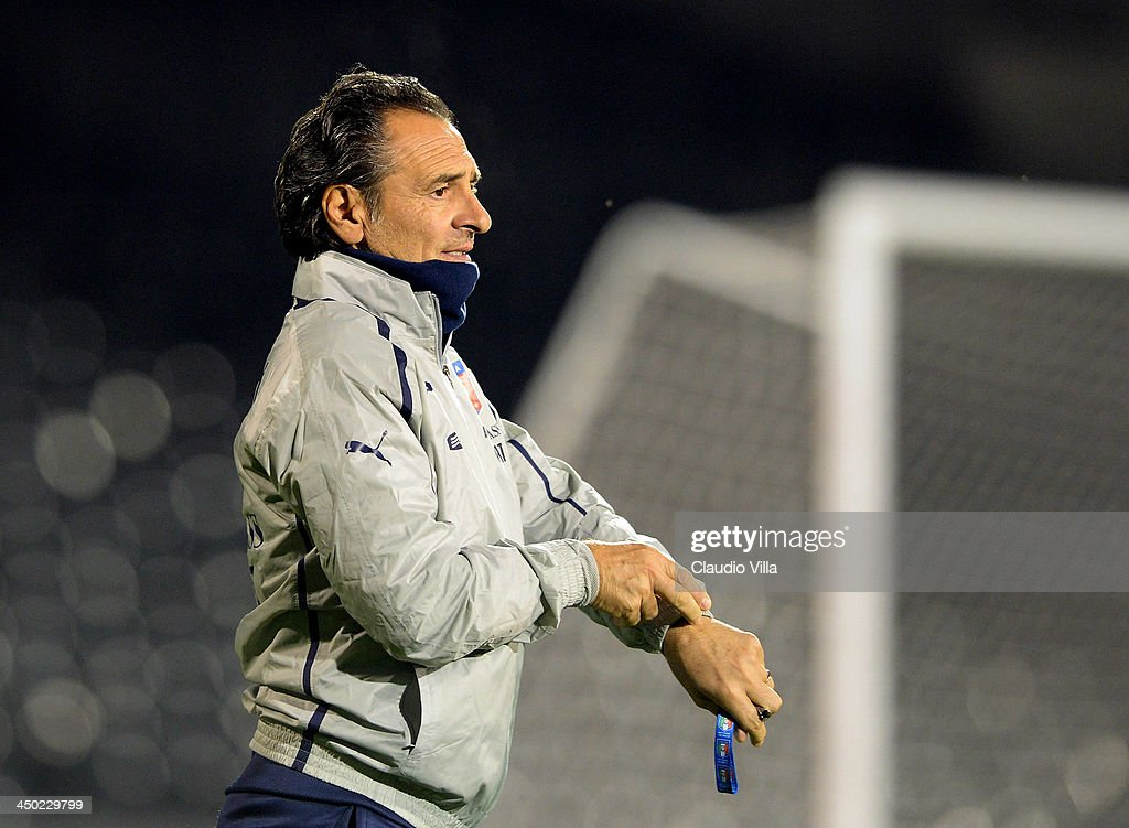 Head coach Italy <a gi-track='captionPersonalityLinkClicked' href=/galleries/search?phrase=Cesare+Prandelli&family=editorial&specificpeople=742442 ng-click='$event.stopPropagation()'>Cesare Prandelli</a> looks on during a training session at Craven Cottage on November 17, 2013 in London, England.