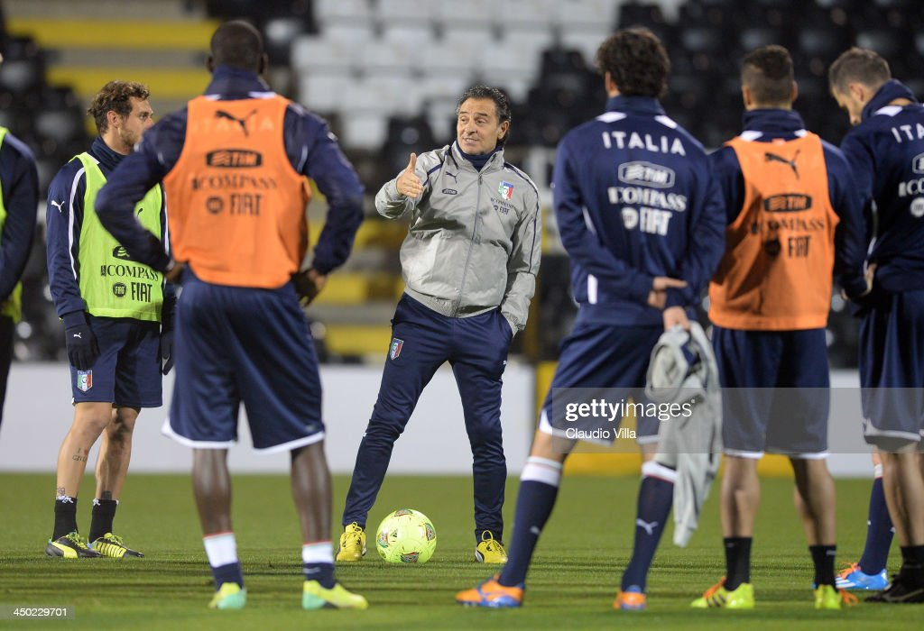 Head coach Italy <a gi-track='captionPersonalityLinkClicked' href=/galleries/search?phrase=Cesare+Prandelli&family=editorial&specificpeople=742442 ng-click='$event.stopPropagation()'>Cesare Prandelli</a> speaks to his players during a training session at Craven Cottage on November 17, 2013 in London, England.