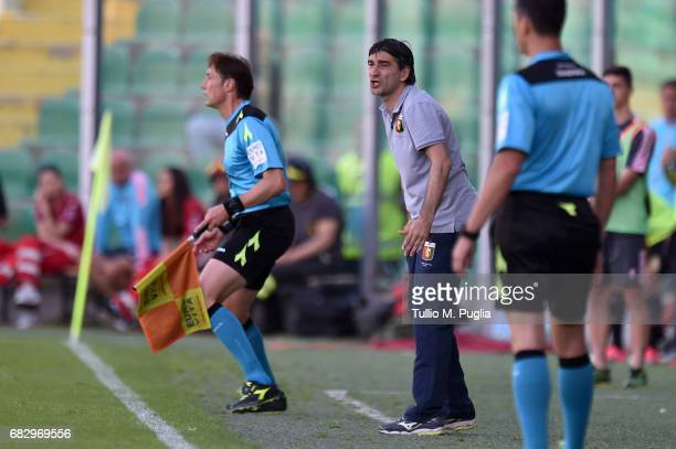 head coach Ivan Juric of Genoa issues instructions during the Serie A match between US Citta di Palermo and Genoa CFC at Stadio Renzo Barbera on May...