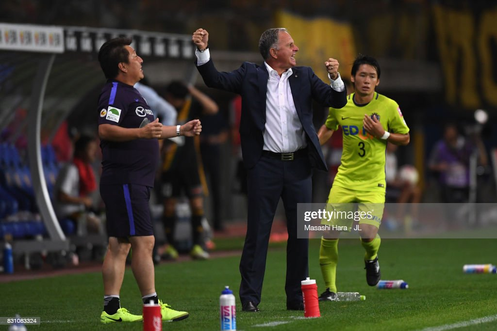 Head coach Jan Anders Jonsson of Sanfrecce Hiroshima gestures during the J.League J1 match between Vegalta Sendai and Sanfrecce Hiroshima at Yurtex Stadium Sendai on August 13, 2017 in Sendai, Miyagi, Japan.
