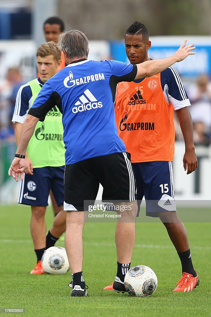 Head coach <a gi-track='captionPersonalityLinkClicked' href=/galleries/search?phrase=Jens+Keller&family=editorial&specificpeople=2382918 ng-click='$event.stopPropagation()'>Jens Keller</a> (C) issues instructions to Max Meyer (L) and <a gi-track='captionPersonalityLinkClicked' href=/galleries/search?phrase=Dennis+Aogo&family=editorial&specificpeople=787086 ng-click='$event.stopPropagation()'>Dennis Aogo</a> (R) during the training session of Schalke 04 at training ground on August 29, 2013 in Gelsenkirchen, Germany.