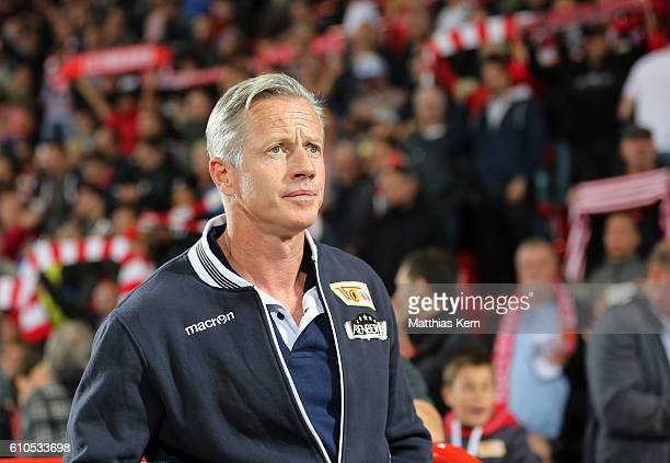 Head coach Jens Keller of Berlin looks on prior to the Second Bundesliga match between 1 FC Union Berlin and FC St Pauli at Stadion An der Alten...