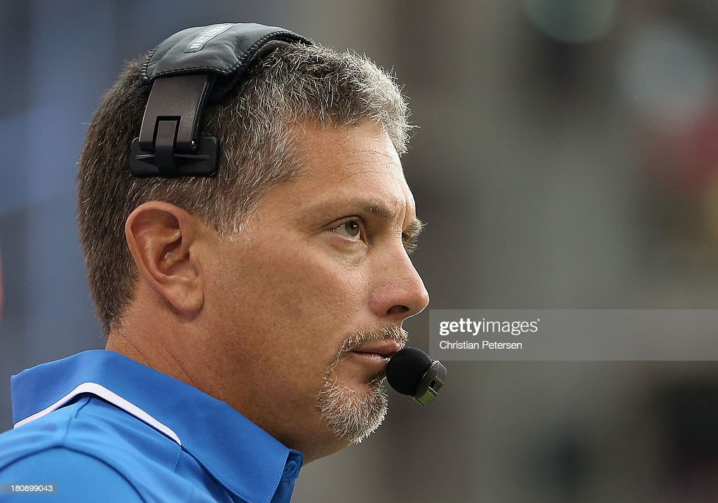 Head coach Jim Schwartz of the Detroit Lions on the sidelines during the NFL game against the Arizona Cardinals at the University of Phoenix Stadium on September 15, 2013 in Glendale, Arizona. The Carindals defeated the Lions 25-21.