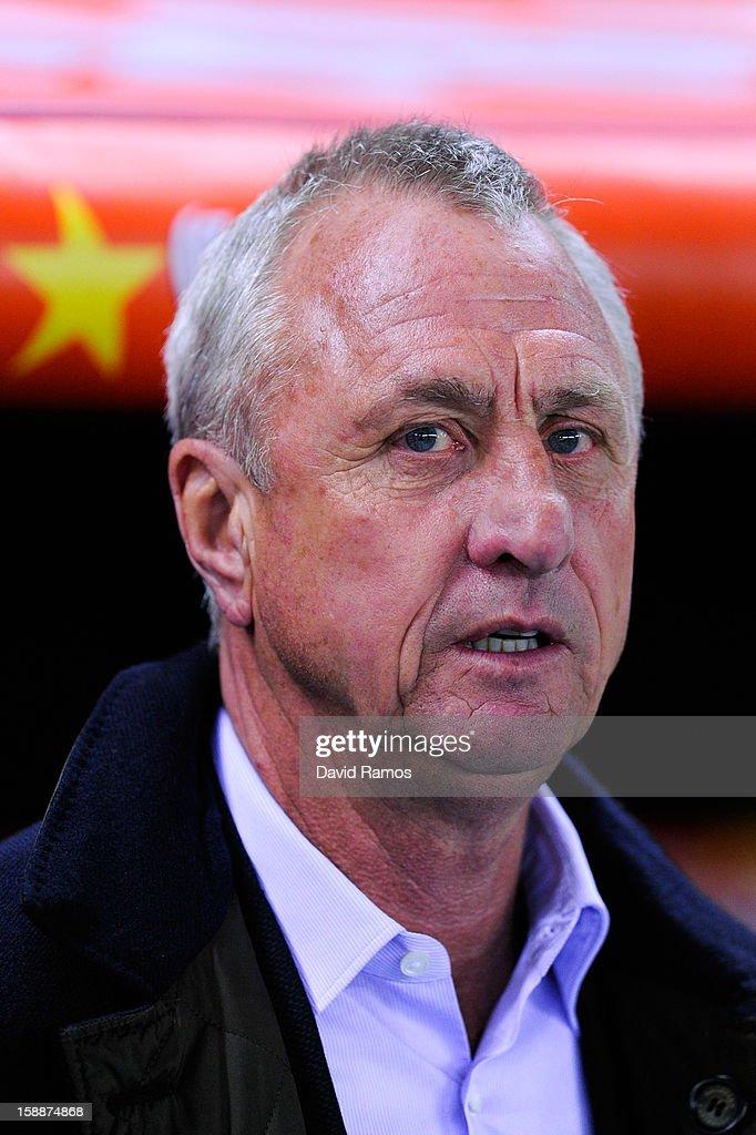 Head coach Johan Cruyff of Catalona looks on prior to a friendly match between Catalonia and Nigeria at Cornella-El Prat Stadium on January 2, 2013 in Barcelona, Spain.