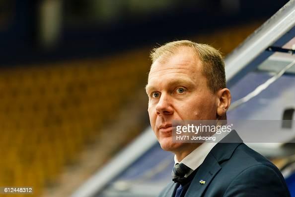 Head Coach Johan Lindbom of HV71 Jonkoping during the Champions Hockey League Round of 32 match between HV71 Jonkoping and Lukko Rauma at Kinnarps...