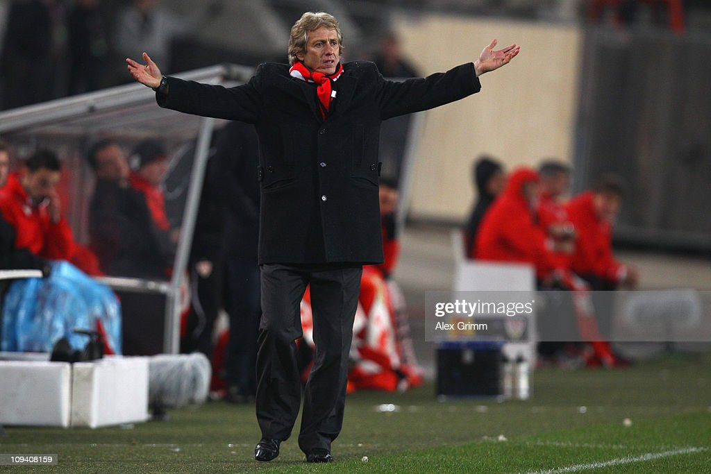 Head coach <a gi-track='captionPersonalityLinkClicked' href=/galleries/search?phrase=Jorge+Jesus&family=editorial&specificpeople=686973 ng-click='$event.stopPropagation()'>Jorge Jesus</a> of Benfica reacts during the UEFA Europa League match round of 32 second leg between VfB Stuttgart and Benfica at Mercedes-Benz Arena on February 24, 2011 in Stuttgart, Germany.