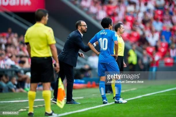 Head coach Jose Bordalas of Getafe CF speaks to Gaku Shibasaki during the La Liga match between Athletic Club and Getafe at at San Mames Stadium on...