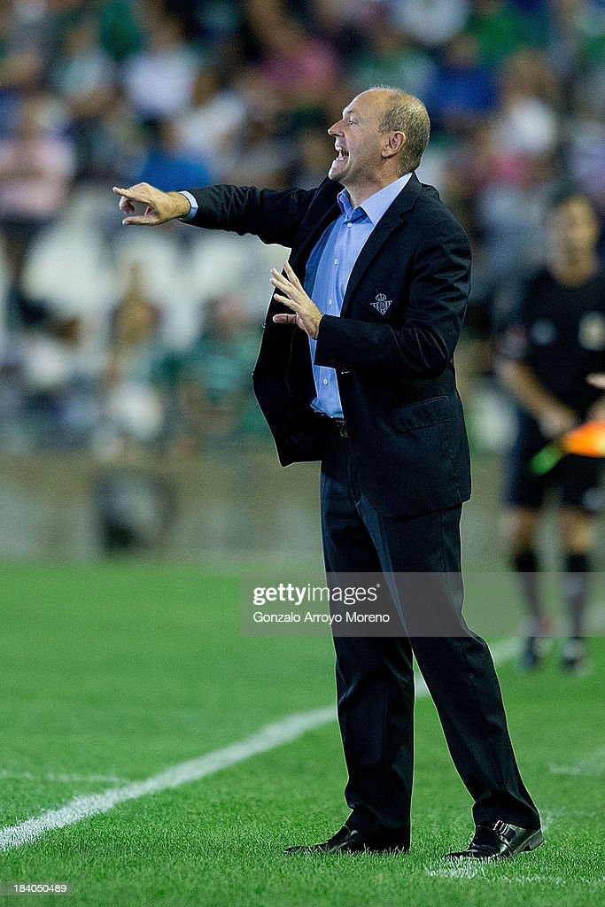 head coach Jose Mel of Real Betis Balompie gives instructions during the La Liga match between Real Betis Balompie and Villarreal CF at Estadio Benito Villamarin on September 29, 2013 in Seville, Spain.