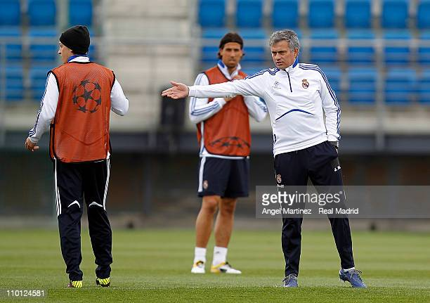 Head coach Jose Mourinho of Real Madrid gives instructions to Mesut Ozil and Sami Khedira during a training session at Valdebebas ahead of their UEFA...