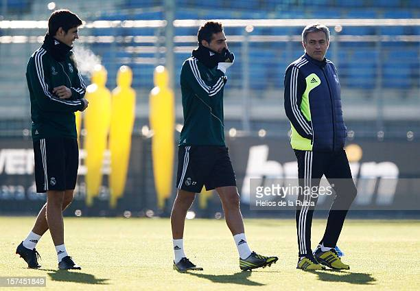 Head coach Jose Mourinho of Real Madrid talks to Jose Rodriguez and Alvaro Morata during a training session at Valdebebas training ground on December...
