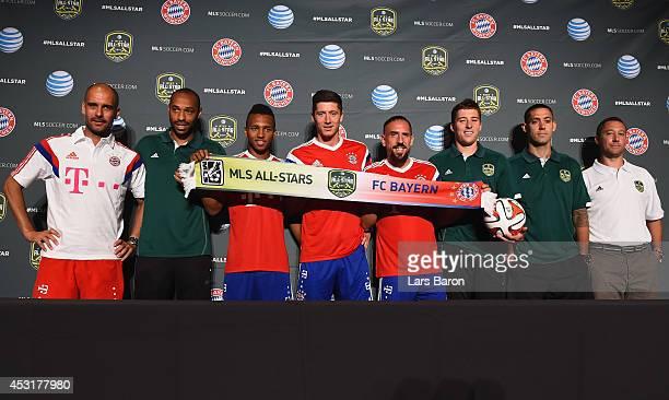 Head coach Josep Guardiola of Muenchen Thierry Henry of MLS All Stars Julian Green Robert Lewandowski Franck Ribery of Muenchen Matt Besler Clint...