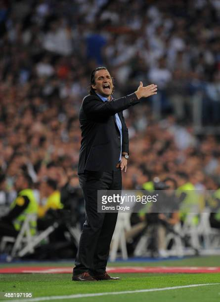Head coach Juan Antonio Pizzi of Valencia CF directs his team during the La Liga match between Real Madrid CF and Valencia CF at Santiago Bernabeu...
