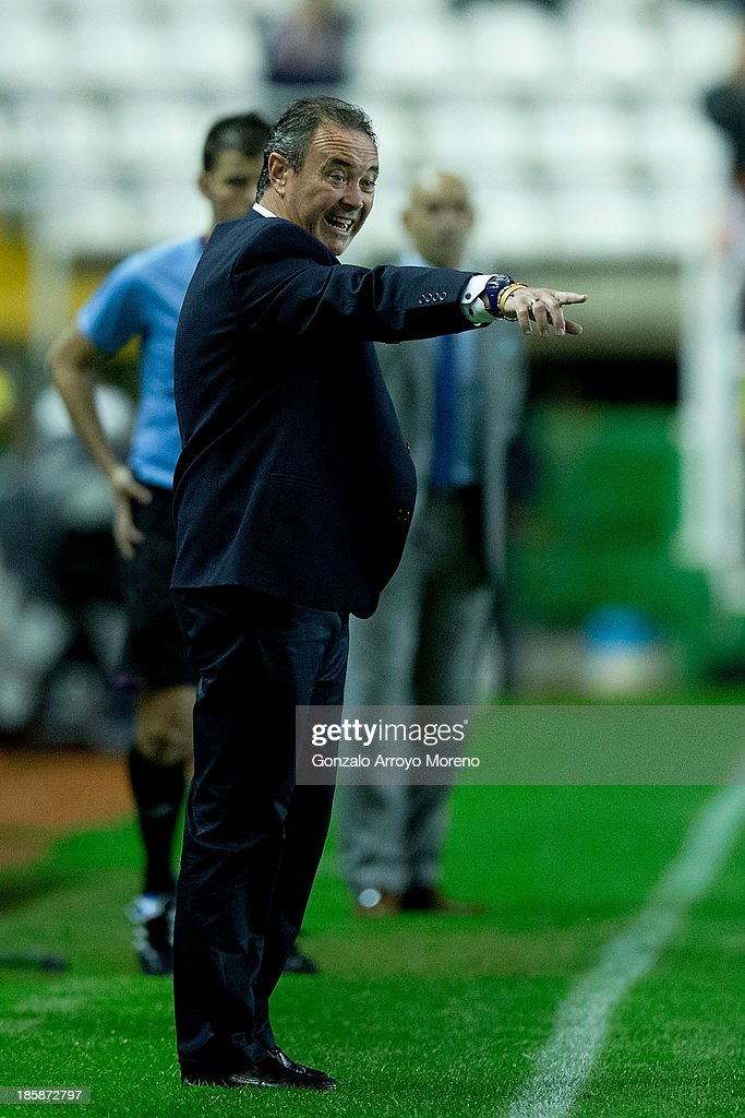 head coach Juan Ignacio Martinez of Real Valladolid CF gives instructions during the La Liga match between Rayo Vallecano de Madrid and Real Valladolid CF at Estadio de Vallecas on October 25, 2013 in Madrid, Spain.