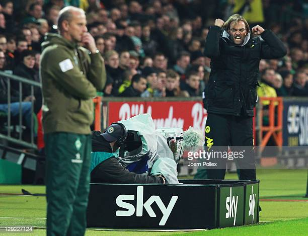Head coach Juergen Klopp of Dortmund celebrates after the Bundesliga match between Werder Bremen and Borussia Dortmund at Weser Stadium on October 14...