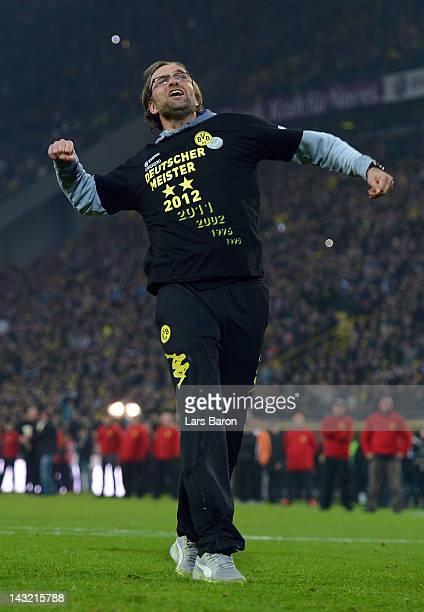 Head coach Juergen Klopp of Dortmund celebrates after winning the Bundesliga match between Borussia Dortmund and Borussia Moenchengladbach at Signal...