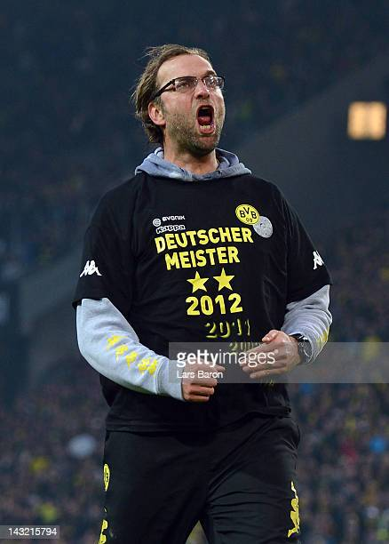 Head coach Juergen Klopp of Dortmund celebrates after winning the Bundesliga match between Borussia Dortmund and Borussia Moenchengladbach at Signal...