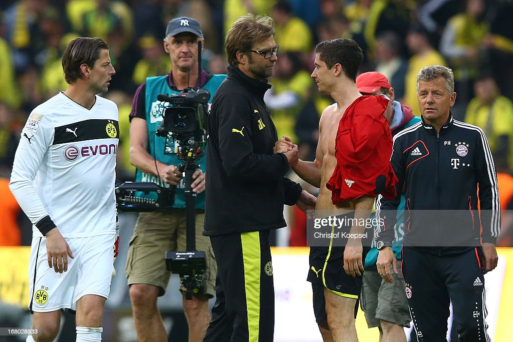 Head coach Juergen Klopp of Dortmund (C) comforts <a gi-track='captionPersonalityLinkClicked' href=/galleries/search?phrase=Robert+Lewandowski&family=editorial&specificpeople=5532633 ng-click='$event.stopPropagation()'>Robert Lewandowski</a> of Dortmund (R) after the Bundesliga match between Borussia Dortmund and FC Bayern Muenchen at Signal Iduna Park on May 4, 2013 in Dortmund, Germany.