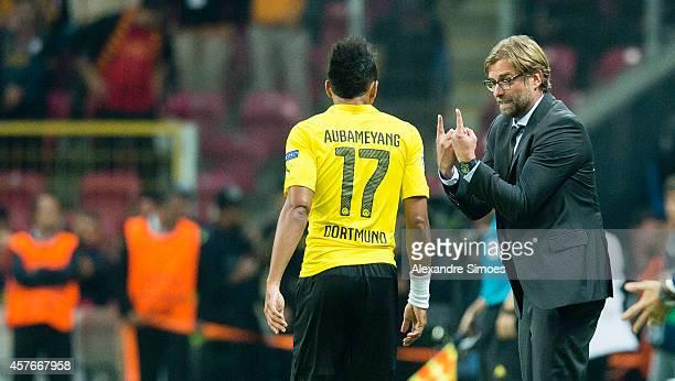 Head coach Juergen Klopp of Dortmund encourages his player PierreEmerick Aubameyang during the UEFA Champions League group D match between...