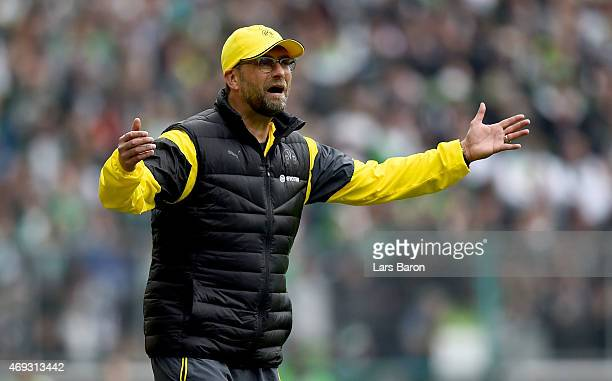 Head coach Juergen Klopp of Dortmund reacts during the Bundesliga match again Borussia Moenchengladbach and Borussia Dortmund at Borussia Park...