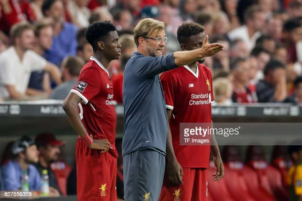 Head coach Juergen Klopp of Liverpool sspeak with Ovie Ejaria of Liverpool and Divock Origi of Liverpool during the Audi Cup 2017 match between...