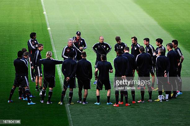 Head coach Jupp Heynckes of FC Bayern Muenchen speaks to his players during a training session ahead of their UEFA Champions League Semifinal second...