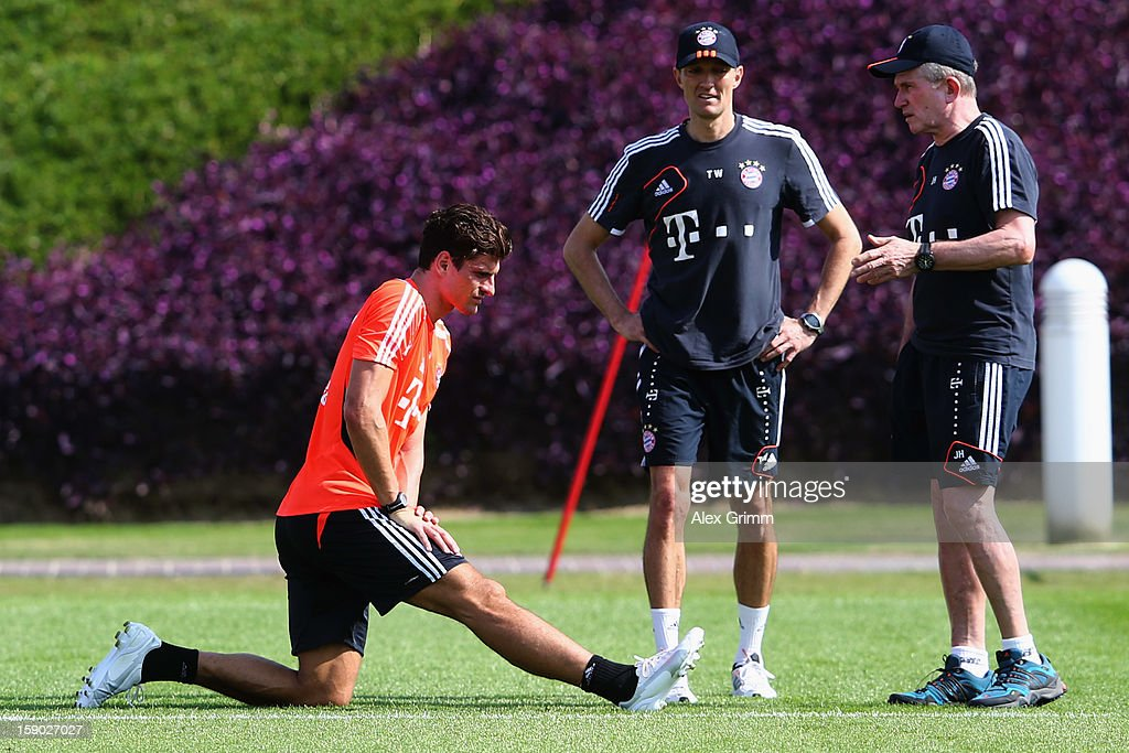 Head coach <a gi-track='captionPersonalityLinkClicked' href=/galleries/search?phrase=Jupp+Heynckes&family=editorial&specificpeople=2062040 ng-click='$event.stopPropagation()'>Jupp Heynckes</a> (R) talks to <a gi-track='captionPersonalityLinkClicked' href=/galleries/search?phrase=Mario+Gomez+-+Soccer+Player&family=editorial&specificpeople=635161 ng-click='$event.stopPropagation()'>Mario Gomez</a> during a Bayern Muenchen training session at the ASPIRE Academy for Sports Excellence on January 6, 2013 in Doha, Qatar.
