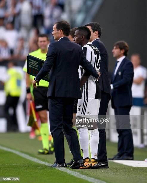 Head coach Juventus FC Massimiliano Allegri and Blaise Matuidi of Juventus FC chat during the Serie A match between Juventus and Cagliari Calcio at...