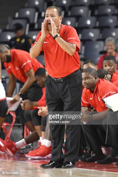 Head coach Kelvin Sampson of the Houston Cougars yells to his players during quarterfinal of the Paradise Jam college basketball tournament against...