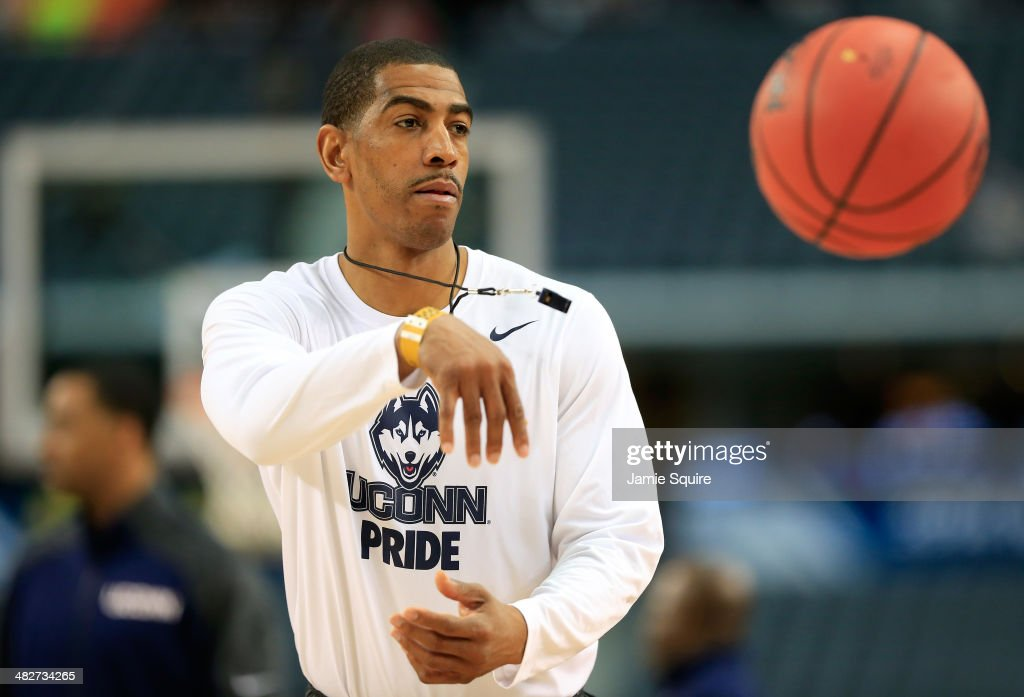 Head coach <a gi-track='captionPersonalityLinkClicked' href=/galleries/search?phrase=Kevin+Ollie&family=editorial&specificpeople=202896 ng-click='$event.stopPropagation()'>Kevin Ollie</a> of the Connecticut Huskies passes the ball on the court during practice ahead of the 2014 NCAA Men's Final Four at AT&T Stadium on April 4, 2014 in Arlington, Texas.