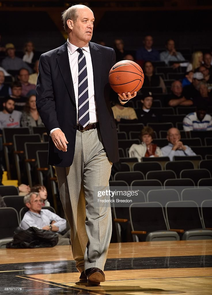 Head coach <a gi-track='captionPersonalityLinkClicked' href=/galleries/search?phrase=Kevin+Stallings&family=editorial&specificpeople=712268 ng-click='$event.stopPropagation()'>Kevin Stallings</a> of the Vanderbilt Commodores coaches against the Austin Peay Governors during the second half at Memorial Gym on November 13, 2015 in Nashville, Tennessee.
