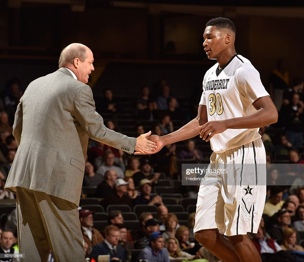 Head coach <a gi-track='captionPersonalityLinkClicked' href=/galleries/search?phrase=Kevin+Stallings&family=editorial&specificpeople=712268 ng-click='$event.stopPropagation()'>Kevin Stallings</a> of the Vanderbilt Commodores high fives <a gi-track='captionPersonalityLinkClicked' href=/galleries/search?phrase=Damian+Jones+-+Basketball+Player&family=editorial&specificpeople=13908713 ng-click='$event.stopPropagation()'>Damian Jones</a> #30 during the second half of a game against of the Florida Gators at Memorial Gym on January 26, 2016 in Nashville, Tennessee.