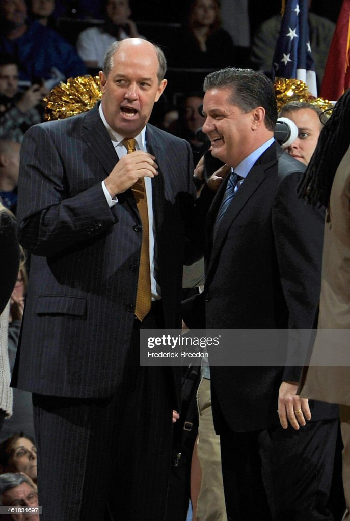 Head coach Kevin Stallings the Vanderbilt Commodores (L) has a chat with head coach <a gi-track='captionPersonalityLinkClicked' href=/galleries/search?phrase=John+Calipari&family=editorial&specificpeople=619983 ng-click='$event.stopPropagation()'>John Calipari</a> of the Kentucky Wildcats prior to a game at Memorial Gym on January 11, 2014 in Nashville, Tennessee.