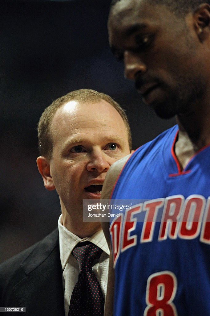 Head coach Lawrence Frank of the Detroit Pistons tlaks to Ben Gordon as Gordon leaves a game against the Chicago Bulls at the United Center on...