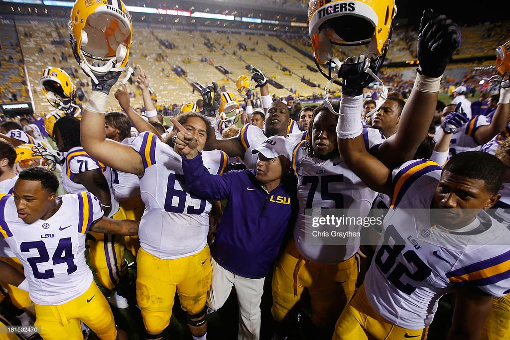 Head coach Les Miles of the LSU Tigers celebrates with his team after defeating the Auburn Tigers 35-21 at Tiger Stadium on September 21, 2013 in Baton Rouge, Louisiana.