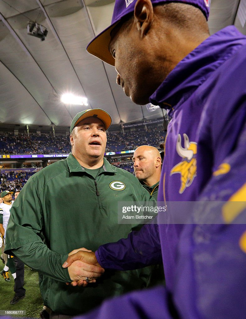 Head coach <a gi-track='captionPersonalityLinkClicked' href=/galleries/search?phrase=Leslie+Frazier&family=editorial&specificpeople=2295716 ng-click='$event.stopPropagation()'>Leslie Frazier</a> of the Minnesota Vikings shakes hands with head coach Mike McCarthy of the Green Bay Packers on October 27, 2013 at Mall of America Field at the Hubert Humphrey Metrodome in Minneapolis, Minnesota.