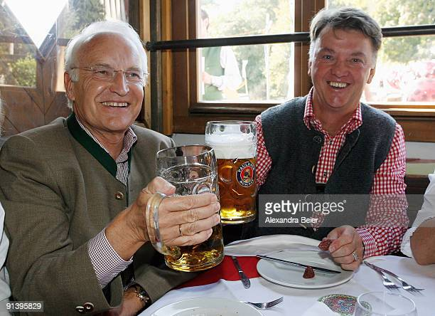 Head coach Louois van Gaal of Bayern Muenchen and former Bavarian state premier Edmund Stoiber attend the Oktoberfest beer festival at the Kaefer...