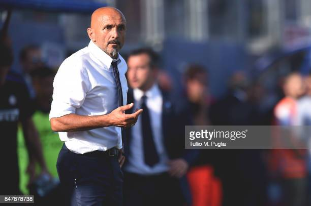 Head coach Luciano Spalletti of Internazionale in action during the Serie A match between FC Crotone and FC Internazionale at Stadio Comunale Ezio...